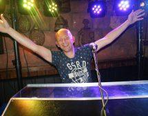 Paul Vlaar, zanger, entertainer, pastoor