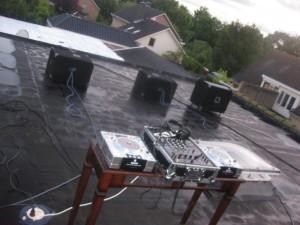 dj stunt op dak, dakscene-stunt, Polderse Kermis,